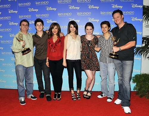 Jake T. Austen poses with the cast of Wizards of Waverly Place